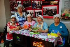 Ветераны-пенсионеры на мастер-классе Консервация и Засолка